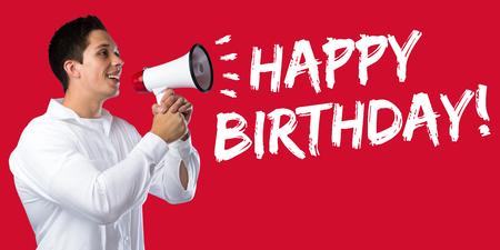 felicitaciones cumpleaÑos: Feliz cumpleaños saludos celebración joven megáfono megáfono Foto de archivo