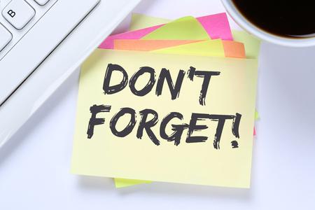 회의 날짜 알림을 잊지 마세요 notepaper 비즈니스 데스크 컴퓨터 키보드