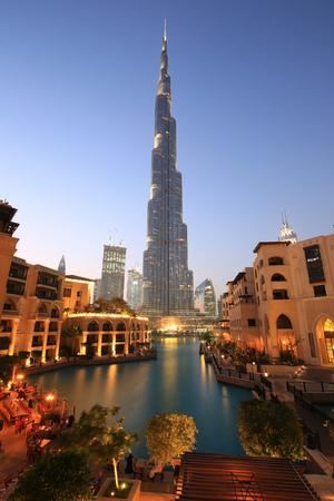 두바이 버즈 칼리파 스카이 스크래퍼 밤 저녁 황혼 블루 시간 UAE