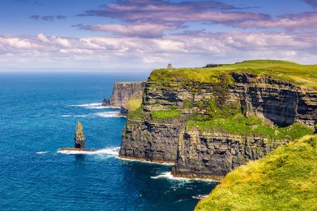 モハーアイルランドの崖旅行海の自然観光大西洋 写真素材