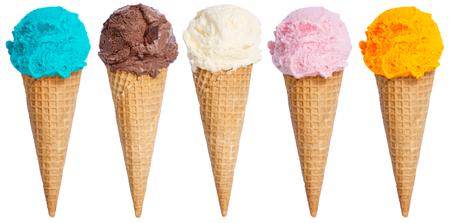 Colección de cono de helado de bola de helado en una fila de helado aislado sobre un fondo blanco.