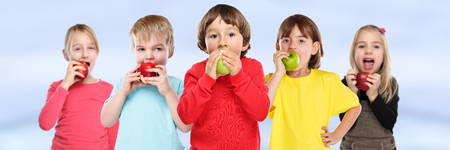 Healthy eating group of kids children apple fruit copyspace banner copy space Stockfoto