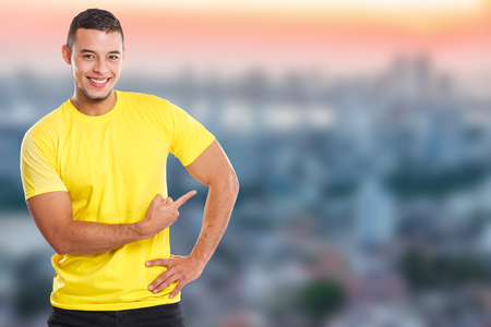 Young latin man showing pointing marketing town ad advert people copyspace copy space ads Stockfoto