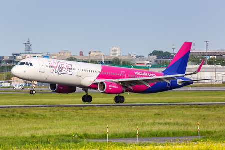 Warsaw, Poland - May 26, 2019: Wizzair Airbus A321 airplane at Warsaw Warszawa Airport (WAW) in Poland. Airbus is a European aircraft manufacturer based in Toulouse, France. 新闻类图片