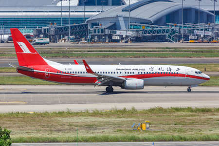 Guangzhou, China - September 24, 2019: Shanghai Airlines Boeing 737-800 airplane at Guangzhou Baiyun Airport (CAN) in China. 新闻类图片