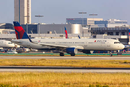 Los Angeles, California - April 14, 2019: Delta Air Lines Airbus A321 airplane at Los Angeles International Airport in California. 新闻类图片