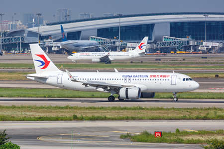 Guangzhou, China - September 24, 2019: China Eastern Airlines Airbus A320neo airplane at Guangzhou Baiyun Airport (CAN) in China. 新闻类图片