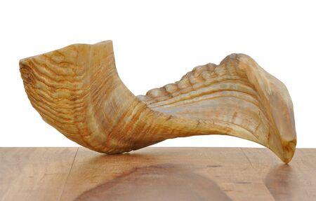 shofar: Un corno di soffiaggio ebraico tradizionale fatta di corno della ram. � utilizzato in festivit� ebraica come Yom Kipur per creare il suono di Tekiya