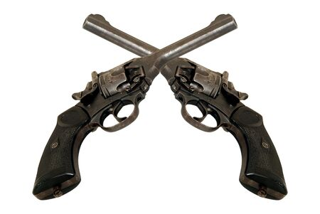Two crossed old revolvers.
