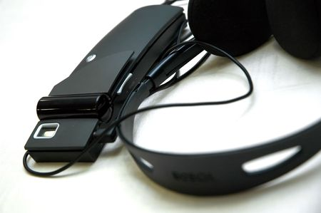 compiler: Wireless headphone set for translatoion.