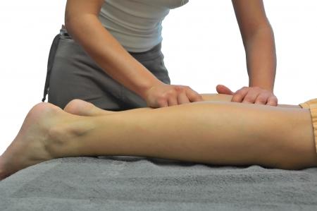 massage jambe: Fille d'ex�cution massage des jambes dans la s�ve centre.  Banque d'images