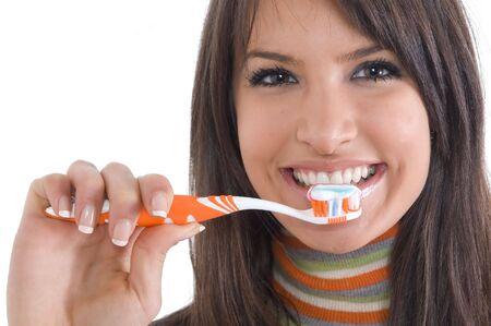 higiene bucal: Joven muchacha morena con cepillo de dientes en la mano. Concepto de la atenci�n dental y la higiene bucal.  Foto de archivo