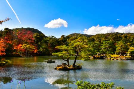 golden pavilion kinkakuji kyoto japan