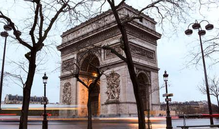 Triumphal Arch de l Etoile ( arc de triomphe) - Place Charles de Gaulle in Paris Banco de Imagens