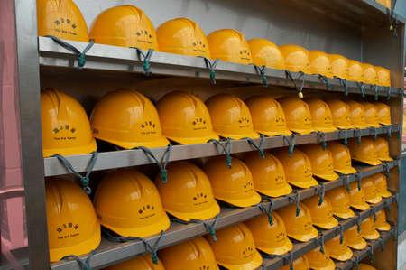 najechać: Kaski, które muszą nosić na safey TouRest podczas wszystkich wycieczek Zdjęcie Seryjne