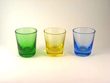 shot glasses: Tre multi-shot bicchieri colorati italiano.