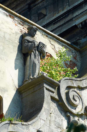 Statues on the frieze of the church Фото со стока