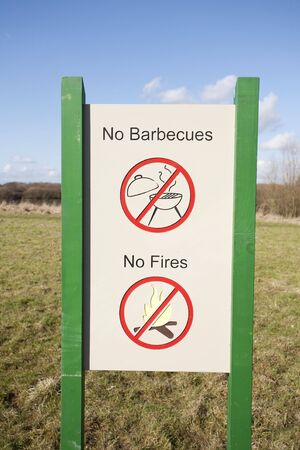 barbecues: sign for no barbecues and no fires
