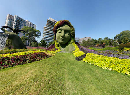 MosaiCulture 2018, Jacques Cartier Park, Gatineau, Quebec, Canada, 09/13/2018, Mother Earth one of the 45 horticultural masterpieces showcased at Jacques-Cartier Park in Gatineau. Imagens - 124827554