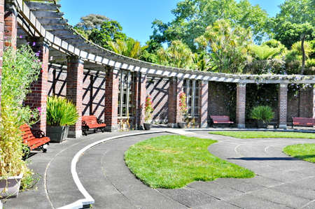 Auckland, New Zealand - December 5, 2016:  The formal courtyard at the Auckland Domain Winter Garden, New Zealand. Imagens - 124828250