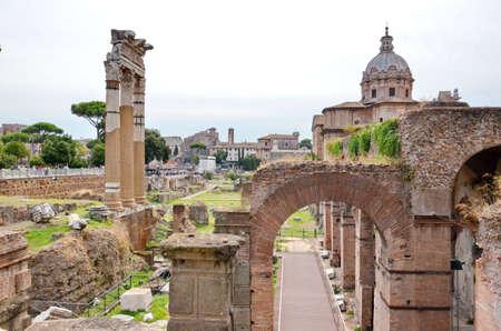 El Foro Romano en Roma, Italia.