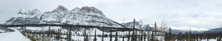 Icefields Parkway during the winter in Banff National Park, Alberta, Canada. 스톡 콘텐츠