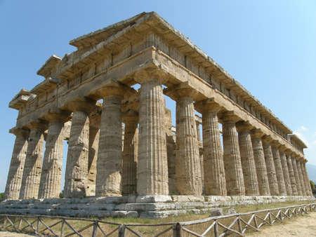 tempio greco: Paestum - tempio greco  Archivio Fotografico