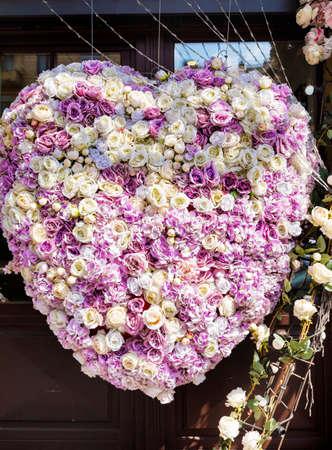 Beautiful Showcase on a Fashion Store with Flowers in a Heart Shape Zdjęcie Seryjne