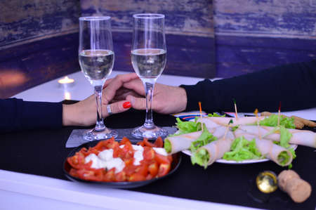 preparation of a romantic aperitif for two people at home
