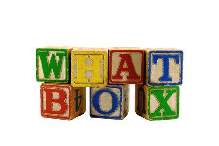 Vintage alfabet spelen houten blokken in twee rijen spelling uit de doos gelegd