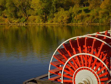 木が水にレッド川ボート パドル ホイール
