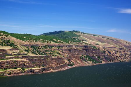 Eroded Ridges of the Columbia River Gorge on a blue sky day Banco de Imagens