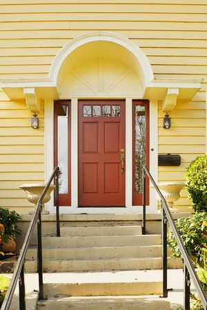 Magenta Home door bordered windows and a yellow painted home Banco de Imagens