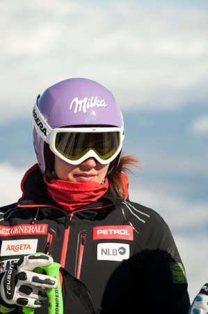fis: BANSKO, BULGARIA - 26 febbraio 2015: Tina Maze (SLO) preparare la prova cronometrata ufficiale Audi FIS di sci alpino Coppa del Mondo Ladies 'Super G a Bansko, Bulgaria Editoriali