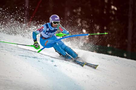 fis: BANSKO, BULGARIA - 1 marzo 2015: Tina Maze (SLO) passa in secondo piano durante alpino Audi FIS di sci alpino Coppa del Mondo di Ladies 'combinato onMarch 1,2015 a Bansko, Bulgaria