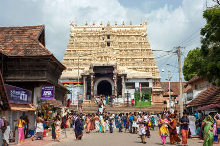 THIRUVANANTHAPURAM INDIA  MAY 02 2015: Tower of and entrance of Padmanabhaswami temple.The principal deity is Lord Vishnu. Éditoriale