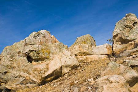 quartzite: Clumps of yellow-pink quartzite skyline