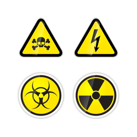 riesgo biologico: Conjunto de cuatro señales de peligros brillantes de alta tensión, la radiación, riesgo biológico y veneno aislados en blanco