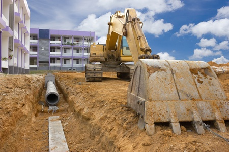 Graben entwässert, um Überschwemmungen zu verhindern
