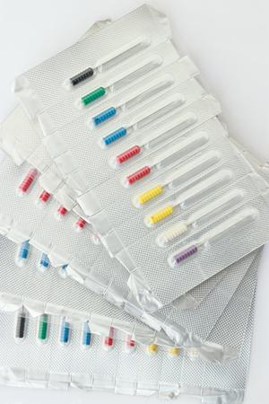 onlays: Equipo dental aisladas sobre fondo blanco