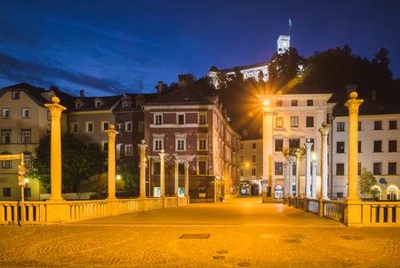 Cobblers bridge and castle at night in Ljubljana, Slovenia 写真素材