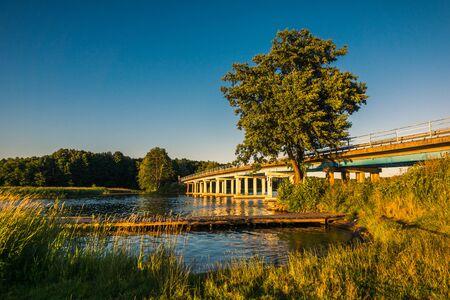 Sztynorcki Bridge on Lake Kirsajty, Masuria, Poland Stockfoto - 130068122