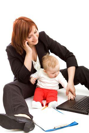 werkende moeder: Zakenvrouw met baby op wit Stockfoto