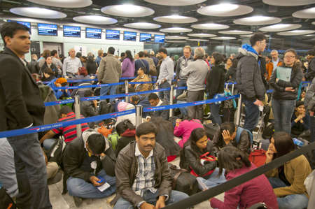 LONDON - JANUARY 18, 2013: Thousands of travelers stuck at Heathrow airport due to the heavy snowing on January 18, 2013 in London. Redakční