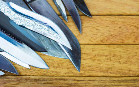 'rig out': A pile of knives