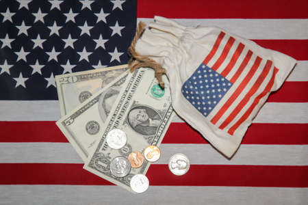 A few dollars lie on the flag of the American states. Zdjęcie Seryjne