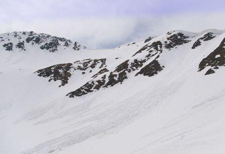 fagaras: valanga in transylvania fagaras rumeno carpatico montagne in primavera