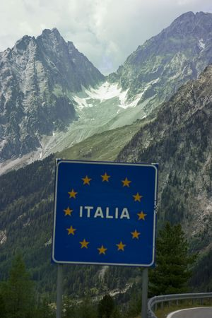 italy sign at border with austria in alps