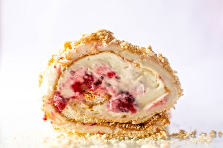 Buche meringue cake with raspberry, chantilly, mascarpone and cream  Imagens