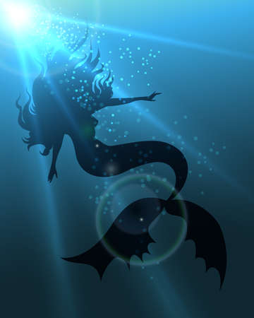 cola mujer: Sirena hermosa de pelo largo en aguas profundas contra los rayos del sol.